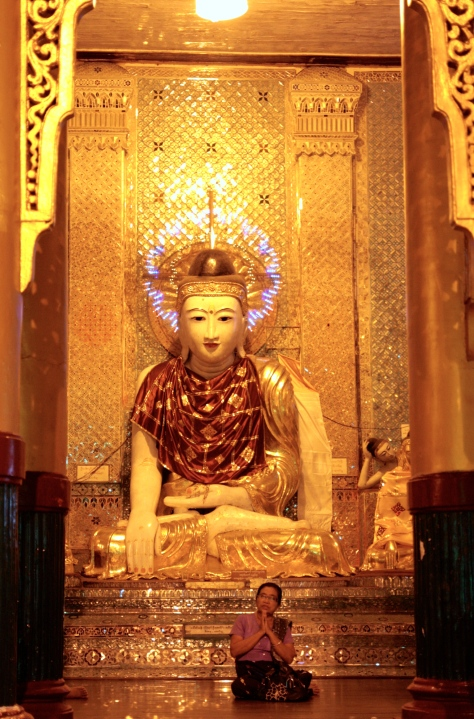 buddha at the shwedagon pagoda